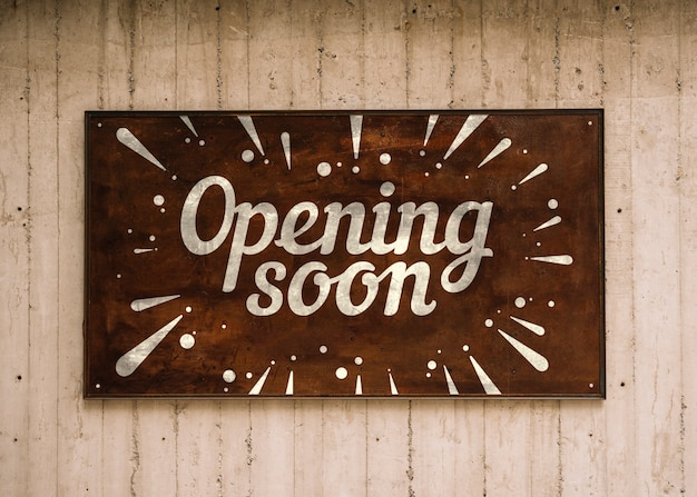 Placa de abertura de madeira em breve