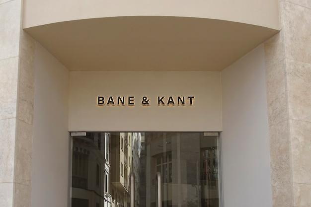 Placa de fachada branca de maquete de logotipo
