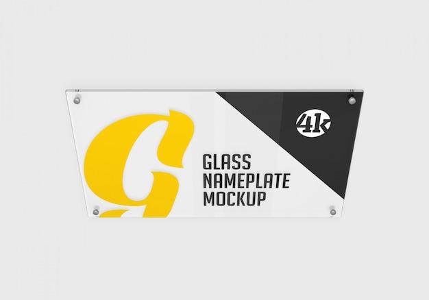 Placa de identificação de vidro retangular na maquete superior