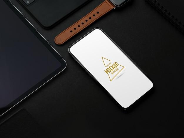Plano aproximado de maquete e acessórios criativos de smartphone