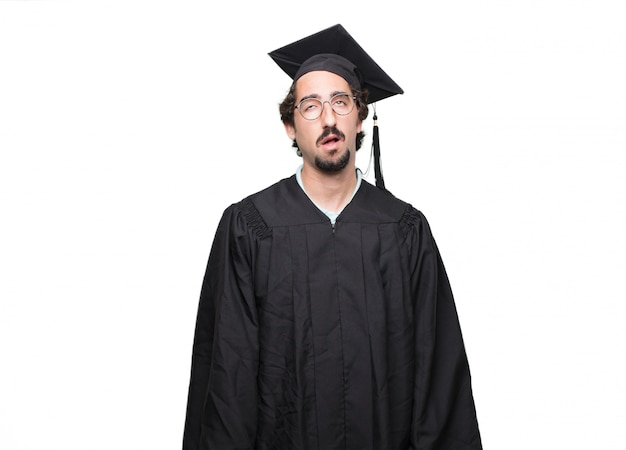 Pós-graduação homem barbudo olhando sem entusiasmo e entediado, ouvindo algo chato e tedioso