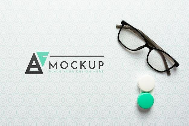 Posição plana de ver maquete de óculos