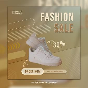 Postagem de mídia sosial de sapatos esportivos de venda de moda e modelo de banner da web com plano de fundo 3d