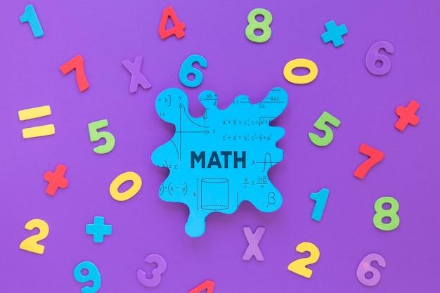 Postura plana de maquete de mancha matemática com números