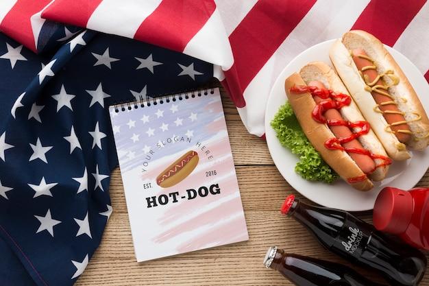 Postura plana de mock-up deliciosa comida americana