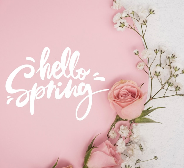 Postura plana de rosas rosa primavera com outras flores