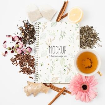 Postura plana do mock-up do conceito de chá de ervas