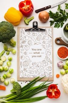 Prancheta com legumes saudáveis