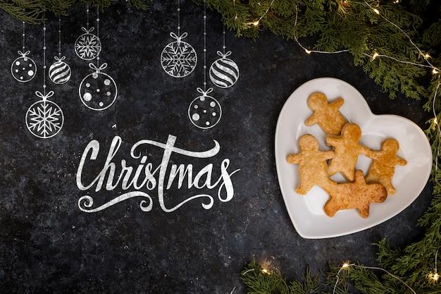 Prato com pão de gengibre para o natal