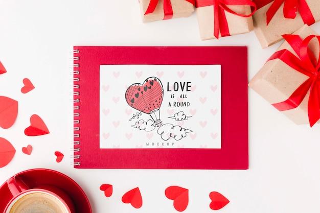 Presentes e arranjo de caderno