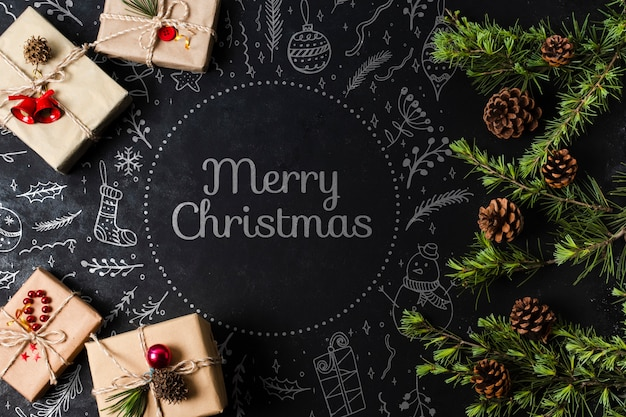 Presentes embrulhados para a véspera de natal na mesa