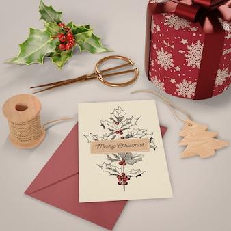 Processo de escrita do cartão de natal em casa