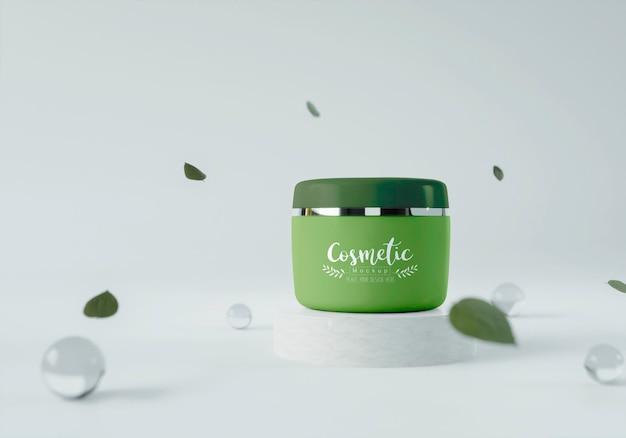 Produto cosmético em estande com folhas