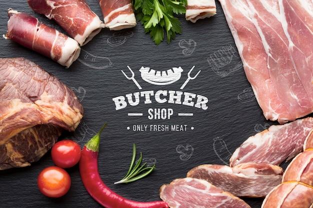 Produtos à base de carne com maquete de fundo preto