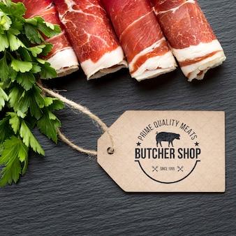 Produtos à base de carne com maquete de rótulo