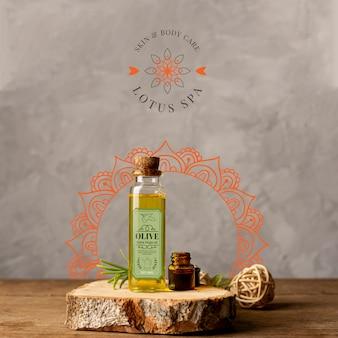 Produtos naturais de spa na maquete de madeira