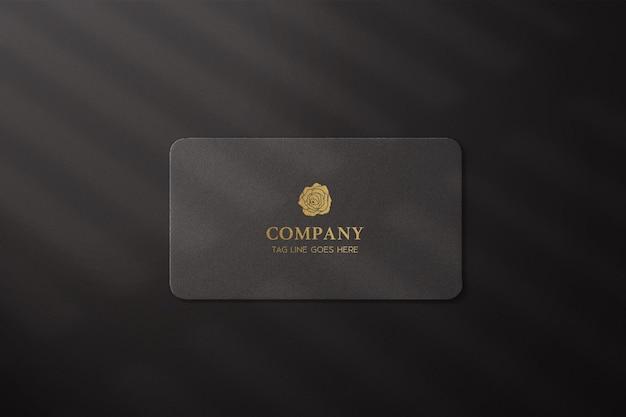 Profissional moderno com maquete de cartão de visita de folha de ouro
