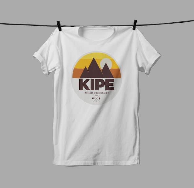Projeto da maquete da camiseta isolado
