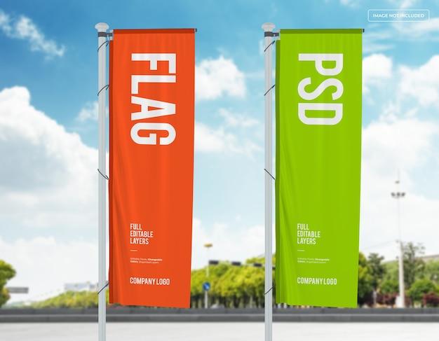 Projeto da maquete de duas bandeiras verticais na rua