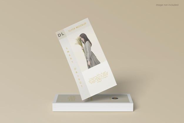 Projeto de maquete de folheto de panfleto empilhado