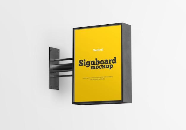 Projeto de maquete de quadro indicador metálico vertical isolado