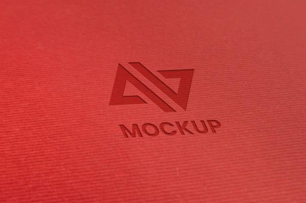 Projeto do logotipo da maquete em letras maiúsculas em papel minimalista Psd Premium