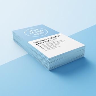 Pronto para uso pilha de cartões telefônicos verticais de 90 x 50 mm com cantos precisos mock ups modelos de design em vista em perspectiva inferior