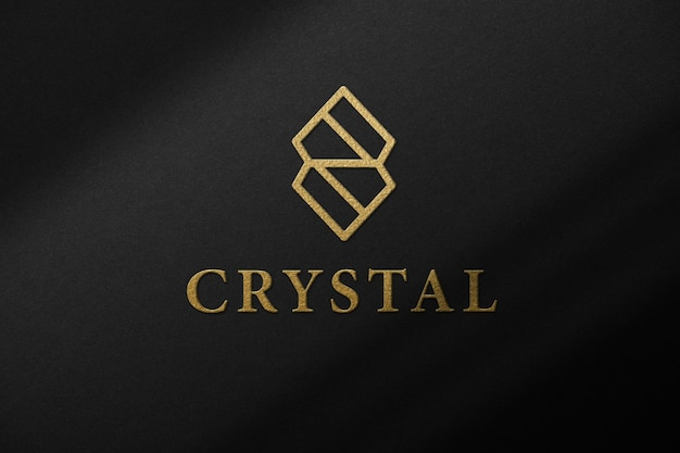 Protótipo de maquete de papel preto com logomarca de ouro e sobreposição de sombra.