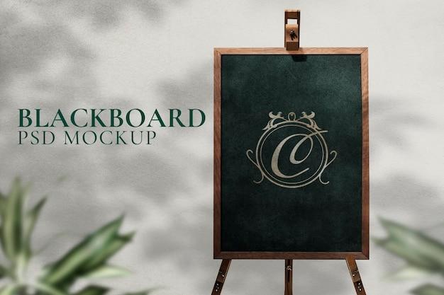 Psd de maquete de sinal de cavalete de quadro negro para casamentos e eventos