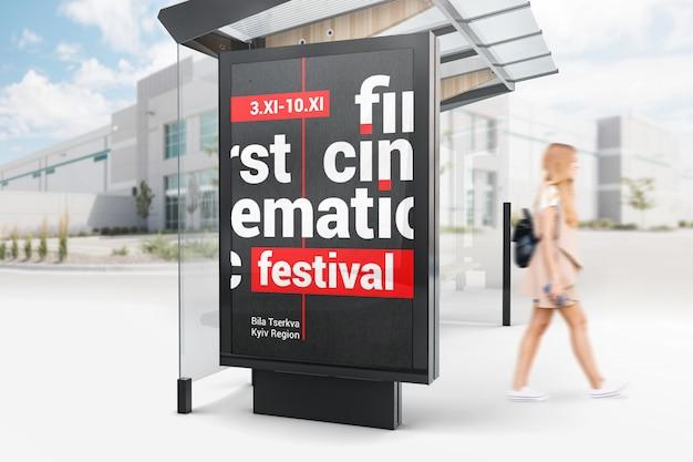 Publicidade ao ar livre de parada de ônibus mockup maquete