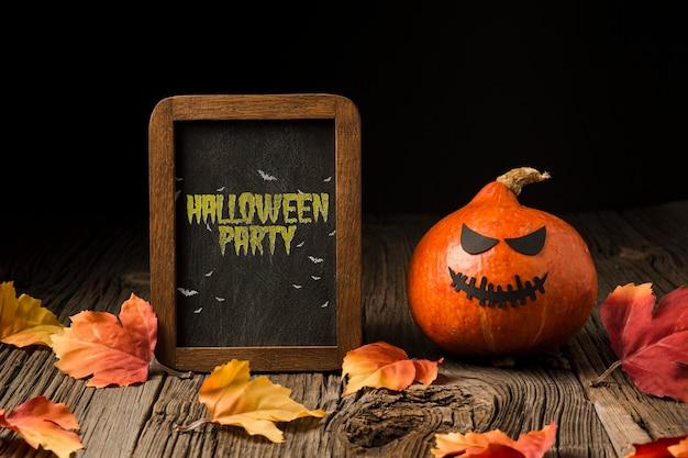 Pumpking e placa de halloween com mensagem