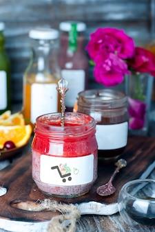 Purê de morango chia em maquete de jar
