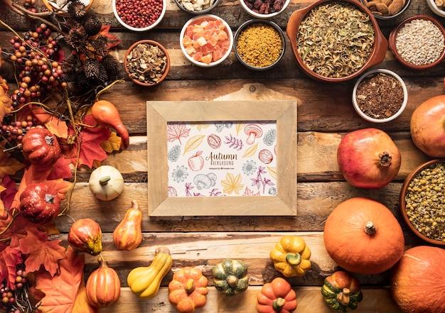 Quadro de fundo outono rodeado por gêneros alimentícios de outono