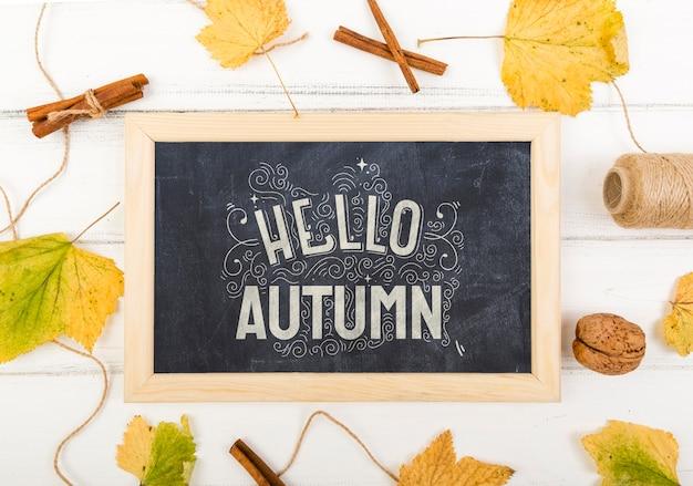 Quadro de giz com olá mensagem para o outono