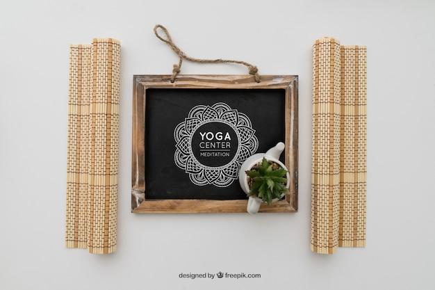Quadro-negro com desenho de ioga
