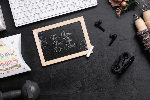 Quadro-negro de maquete para o conceito de fundo saudável de resoluções de ano novo