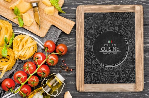 Quadro-negro e variedade de comida italiana