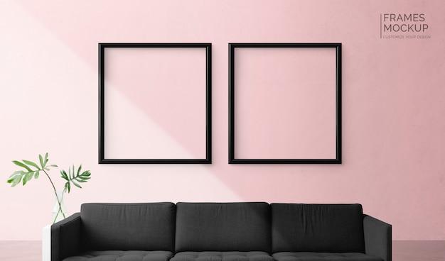 Quadros em uma parede rosa