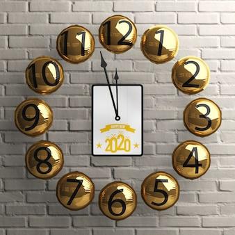 Relógio de balões de ouro com tablet no meio