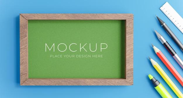 Renderização 3d do quadro verde com o conceito de volta às aulas para a exibição do seu produto