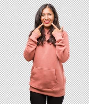 Retrato, de, condicão física, jovem, indianas, mulher, sorrisos