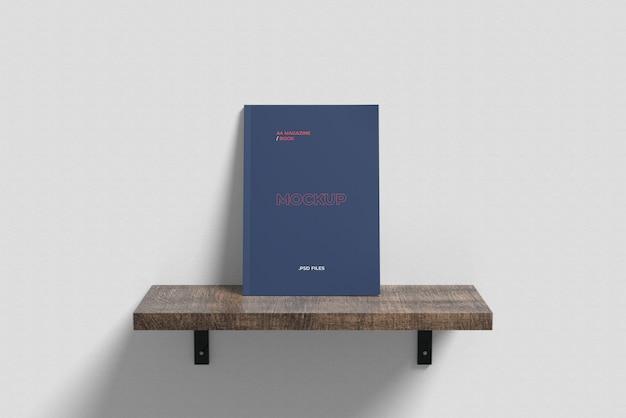 Revista a4 / maquete de capa de livro na mesa flutuante vista de ângulo frontal