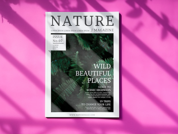 Revista nature mock up em fundo rosa