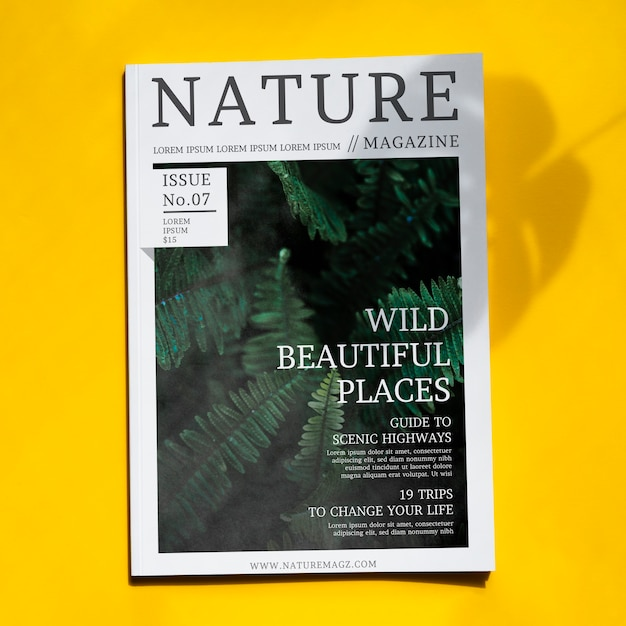 Revista nature mock up sobre fundo amarelo