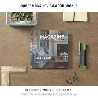 Revista quadrada ou maquete de catálogo com decoração