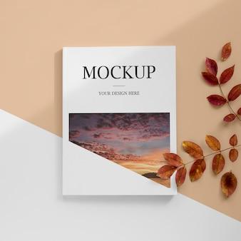 Revista vista acima com folhas