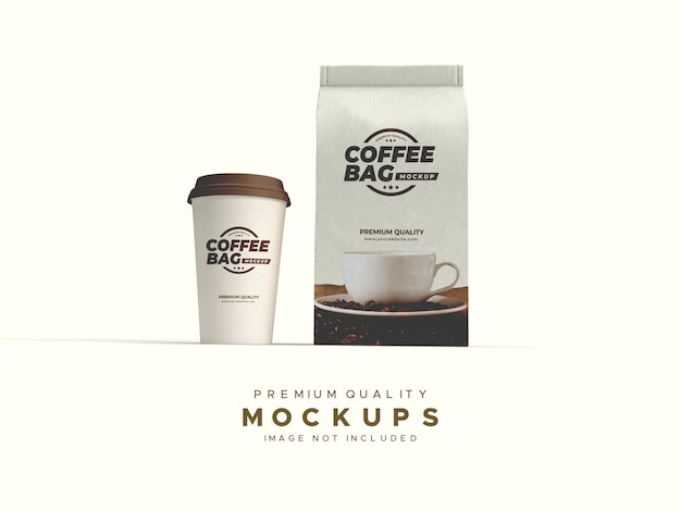 Saco de papel artesanal e maquete de xícara de café