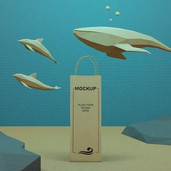 Saco de papel e vida marinha debaixo d'água com mock-up
