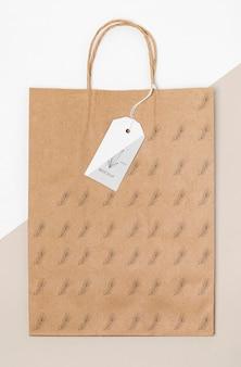 Saco de papel ecológico e maquete de etiqueta de preço