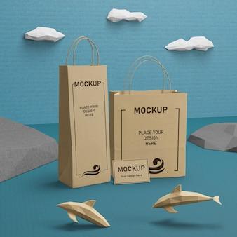 Sacos de papel sustentáveis e vida marinha com maquete